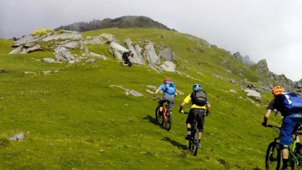 mountain biking trail in Munsiyari