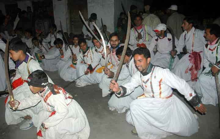 jaunasri men in traditional dress